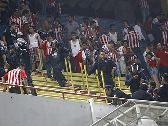 Pelea Estadio Jalisco