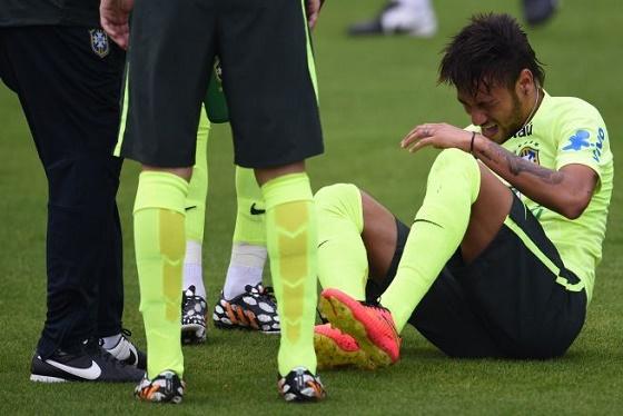 Neymar se Torció el Tobillo en Entrenamiento
