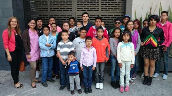 Menores con Doble Nacionalidad Acuden a Tramitar su Pasaporte Americano