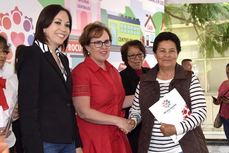 DIF Michoacán Entrega 832 Becas a Personas con Discapacidad