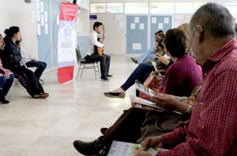 Ofrecen Recital de Guitarra a Pacientes del Hospital Regional de Morelia