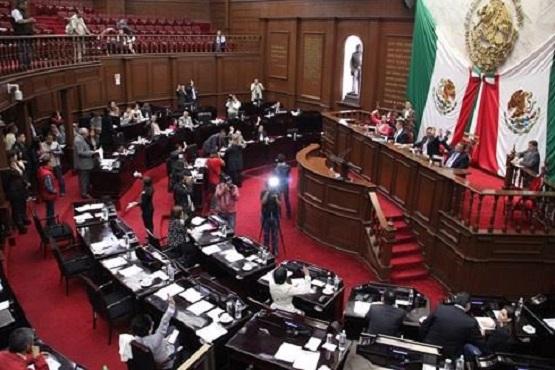 Legisladores Analizarán Denuncia de Juicio Político