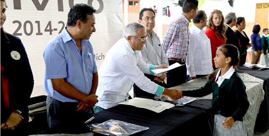 Autoridades Educativas Inauguran Cancha Multiusos y Clausuran Ciclo Escolar 2014-2015