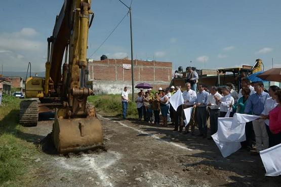 Construyen Colector Sanitario en Ampliación Jardines de Santiaguito