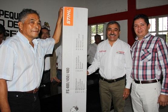 Entrega Edil Equipo a Productores de Uruapan