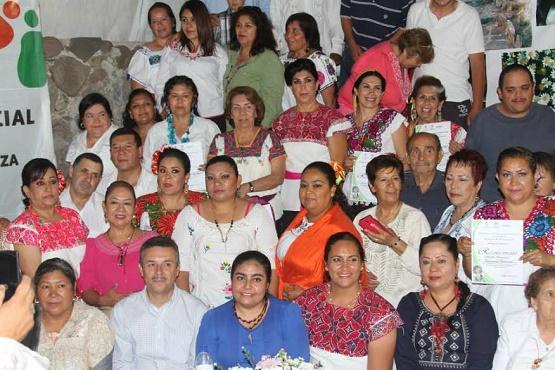 """Reciben Reconocimientos Beneficiarios del Programa """"Prácticas de Medicina Tradicional"""""""
