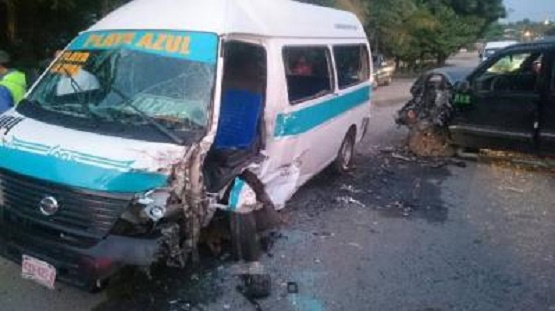Choque Entre Camioneta y Combi Deja 11 Lesionados