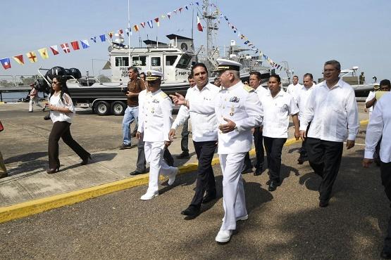 Encabeza Silvano Aureoles Conmemoración del día de la Armada de México en Lázaro Cárdenas