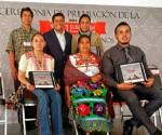 Seis Artesanos Michoacanos dan Renombre al Estado con Elaboración de Nacimientos