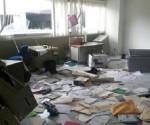 Ahora Tocó al PRI: Normalistas Saquean su Edificio