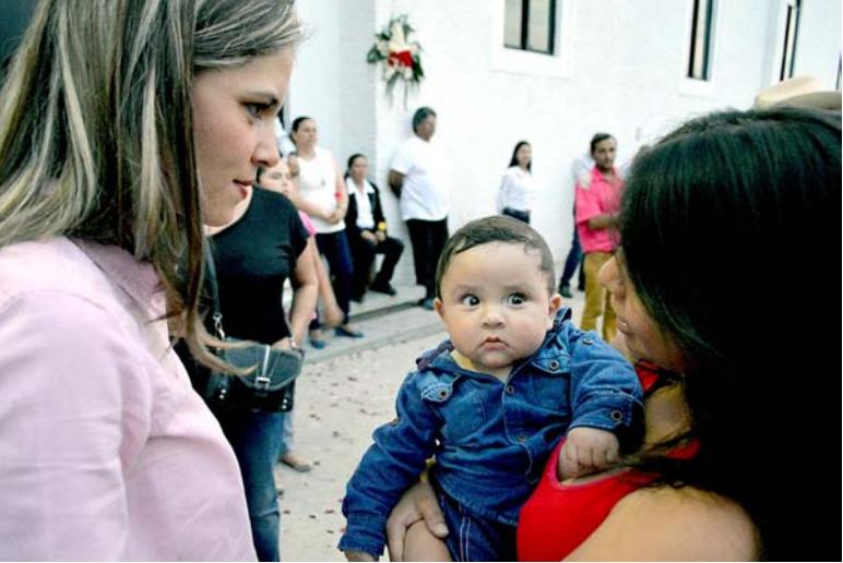 Felicita Daniela a las Mamás en su Día