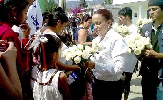 Andrea Villanueva Felicita a las ocho horas diarias, finalizó. Madres Morelianas en su Día