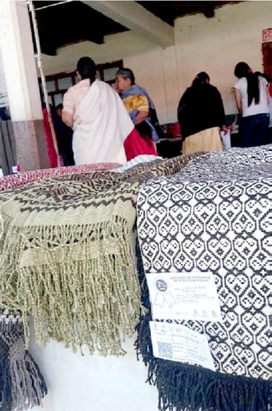 Artesanas de Angahuán Plasman sus Manos y Corazón en su Telar de Cintura
