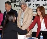 """Alumnos de la Universidad La Salle Morelia Reciben Constancias por Participar en el Foro Jurídico """"Nuevo Sistema de Justicia Penal en Michoacán"""""""