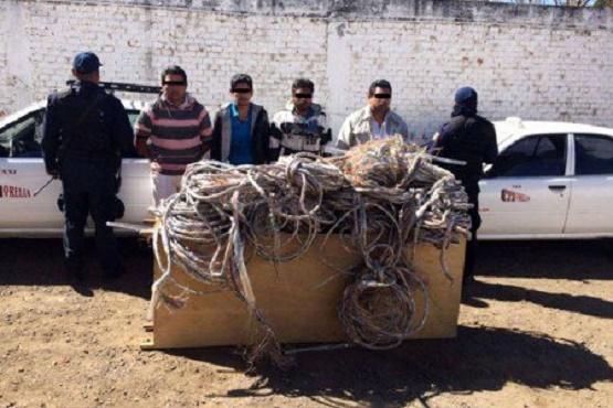 Caen 4 Presuntos Ladrones de Cable Telefónico en Quiroga