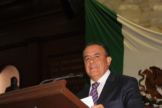 Sigala por Regular Salarios de Funcionarios en Michoacán