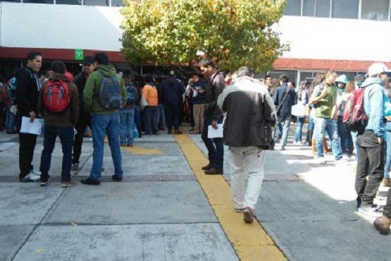 Realizan Normalistas Trámite de Plazas Temporales en la SEE