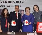 Catherine Ettinger Encabeza Entrega de Material Para la Colecta Anual de la Cruz Roja 2015