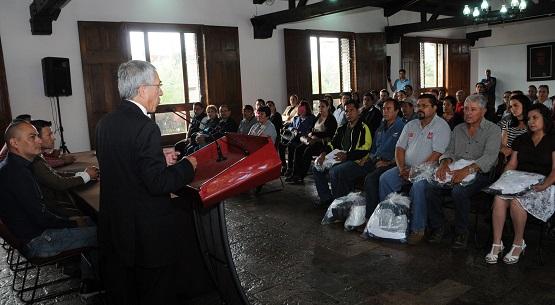 Entrega Gobernador Uniformes a Sindicalizados Adscritos a Palacio y Casa de Gobierno
