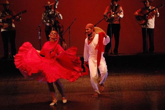 Debuta el Ballet Folklórico Búho Nicolaita