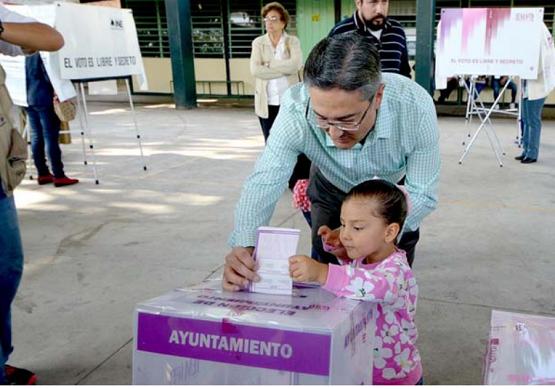 Presidente Municipal Acude a Votar