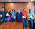 Entrega Director General Uniformes y Balones a Trabajadores del COBAEM Para los Juegos Interdependencias