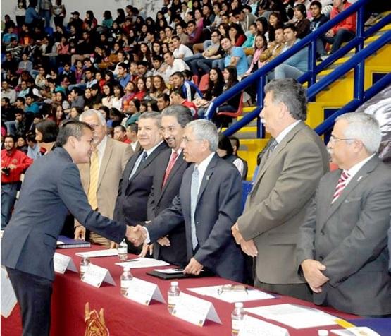 A Llevar con Responsabilidad y Compromiso Social el Orgullo de ser Nicolaitas, Llama el Gobernador Salvador Jara