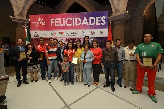 Reconocimiento de Morelianos a la Nadadora Beatriz Reséndiz