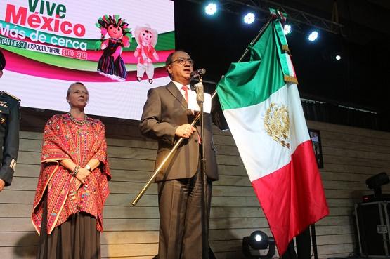 Mexicanos dan el Grito de Independencia en Chile