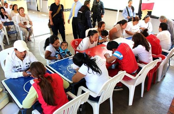 En Michoacán 579 Niños y Jóvenes Reciben la Pensión del Seguro de Vida Para Jefas de Familia