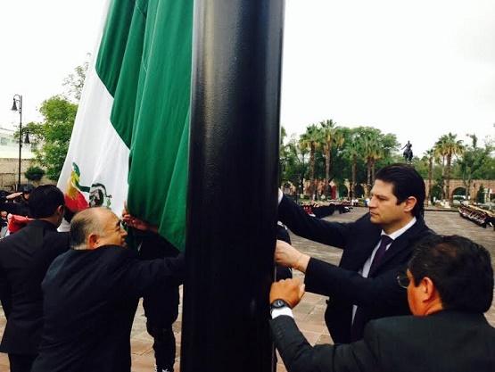 Encabeza el Director General del COBAEM Izamiento a la Bandera