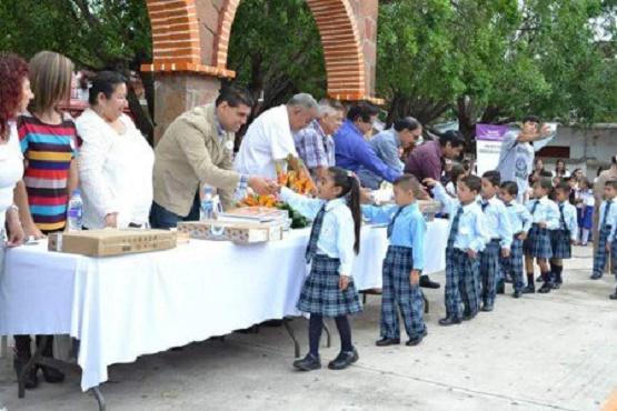 Entregan Material Didáctico a Escuelas de Tuzantla