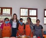 Visita Presidenta Honoraria del DIF Municipal la Comunidad de Nieves