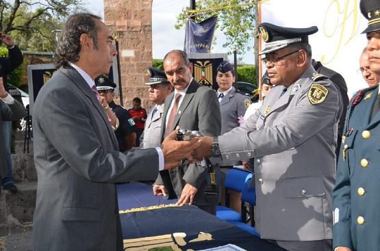 Recibe Regidor Félix Madrigal Espadín Otorgado por Pentathlon Para Alcalde Alfonso Martínez