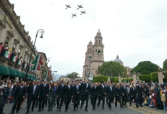 Fuerza Aérea Surca Cielo de Morelia Durante Desfile por el CCL Natalicio de José María Morelos