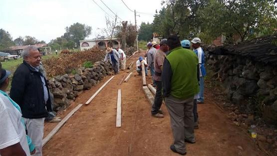 Pátzcuaro Entrega 8 Toneladas de Cemento a Comuneros de Tzentzenguaro