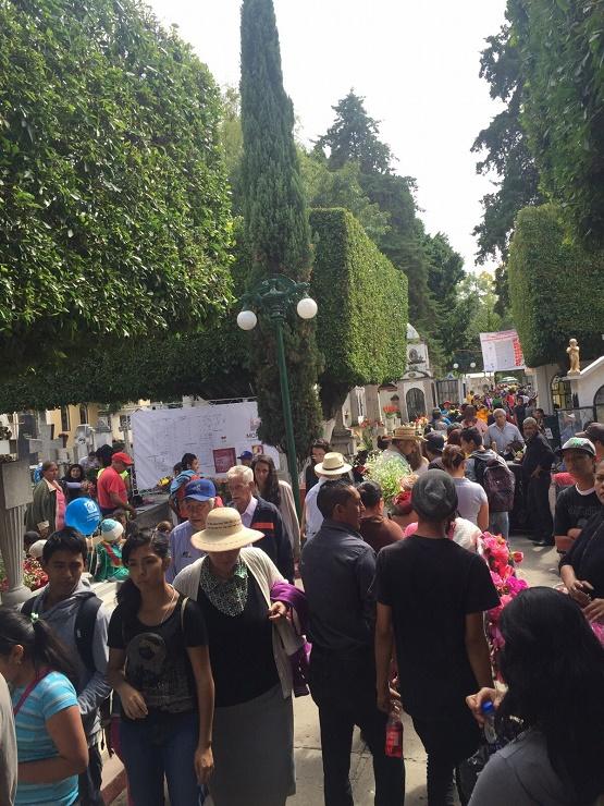 Se Triplicó Este Lunes el Número de Visitantes en Panteones de Morelia