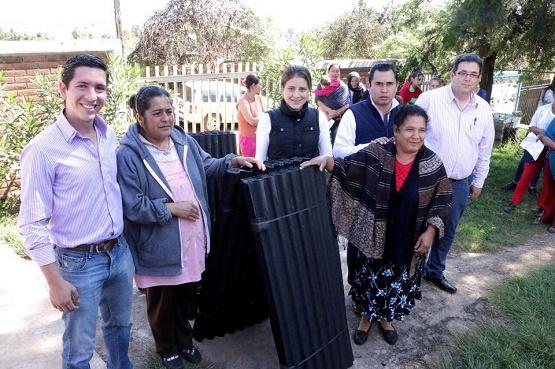 Entrega Presidenta Honoraria del DIF Morelia Apoyos Para la Vivienda en Comunidad de Nieves