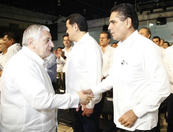 Gobernador Asiste a Informe de Arturo Núñez