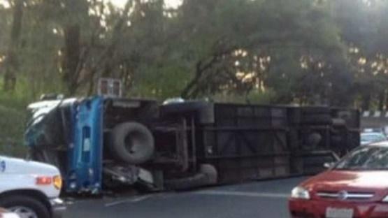 Vuelca Autobús en Morelos, a Bordo Iban Michoacanos