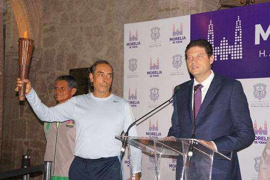 Ayuntamiento de Morelia Recibe la Antorcha Conmemorativa del Bicentenario Luctuoso del Generalísimo