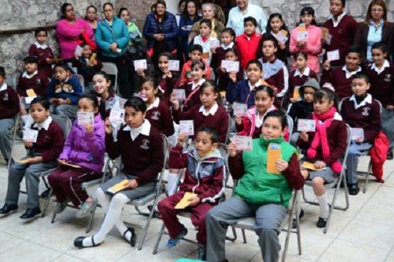 Dan Estímulos Económicos a Niños en La Piedad