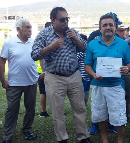 """Entrega """"Lupo"""" Hernández Reconocimientos a Paisanos de Los Reyes"""