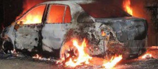 Se Incendia Auto en Apatzingán