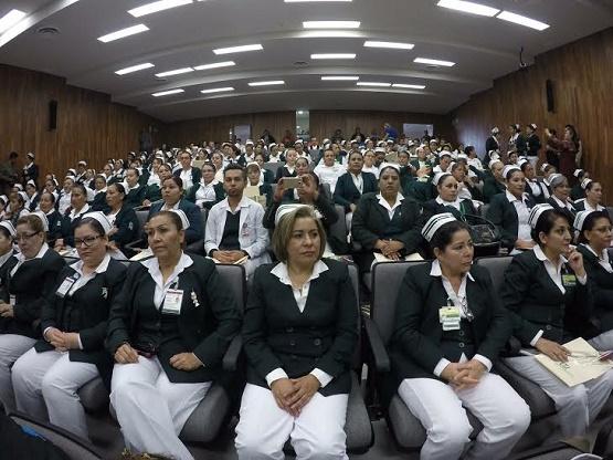 """Reconoce """"Lupo"""" Hernández Noble Labor de las Enfermeras"""