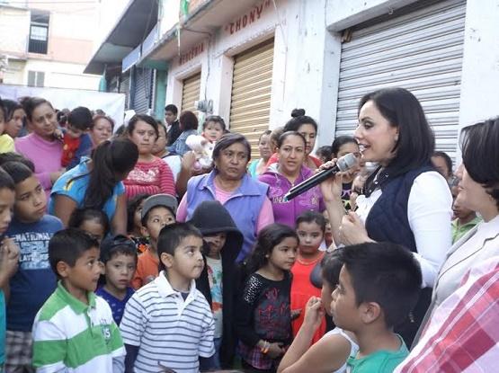 Adriana Hernández Continúa en Contacto con la Ciudadanía