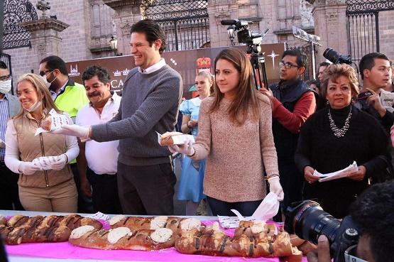 Miles de Morelianos Disfrutan de la Monumental Rosca de Reyes
