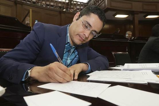 Desfalco financiero genera inseguridad, desempleo y falta de atención médica: Miguel Villegas
