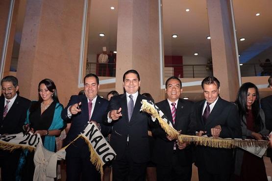 Inaugura Silvano Aureoles Nuevo Teatro Juárez de Zitácuaro
