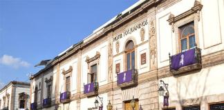 Hotel Juaninos Edificios Semana Santa Banderines